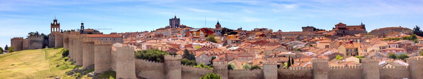 Espagne Avila muraille vieille ville Sainte Thérèse groupe Europe
